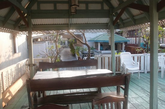 Fulay Guest House: terrasse