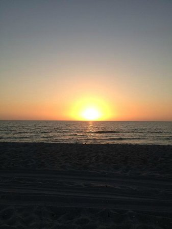 Tween Waters Inn Island Resort & Spa: Sunset on the beach from Tween Waters Inn