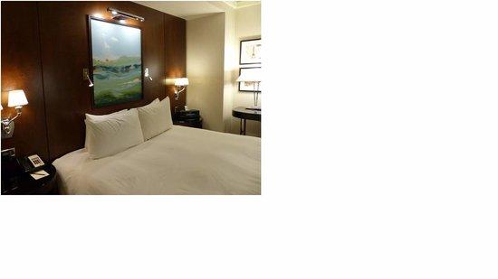 Sofitel Washington DC : Large bed - very comfortable