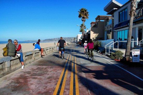 Mission Beach Boardwalk: Missin Beach Boardwalk and beach