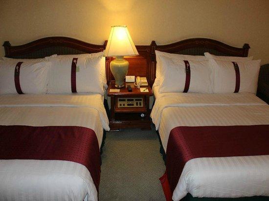 Holiday Inn Chiang Mai: Bedienmodul zwischen den Betten
