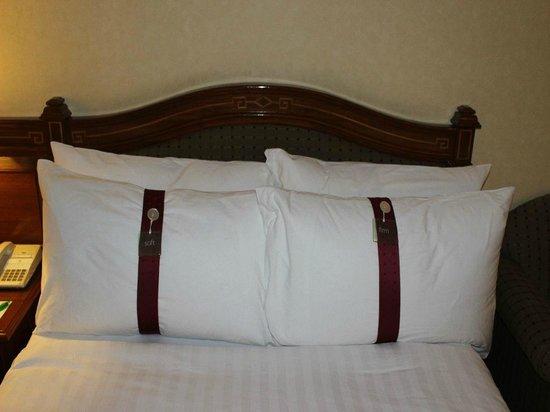 Holiday Inn Chiang Mai: Verschiedene Kissen zur Auswahl