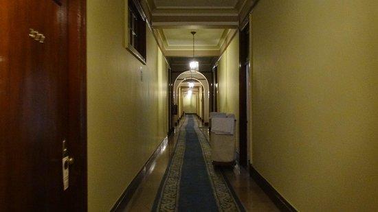 Gran Hotel Bolivar: corredor central dos quartos