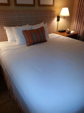 Arizona Grand Resort & Spa: Extremely comfortable bed