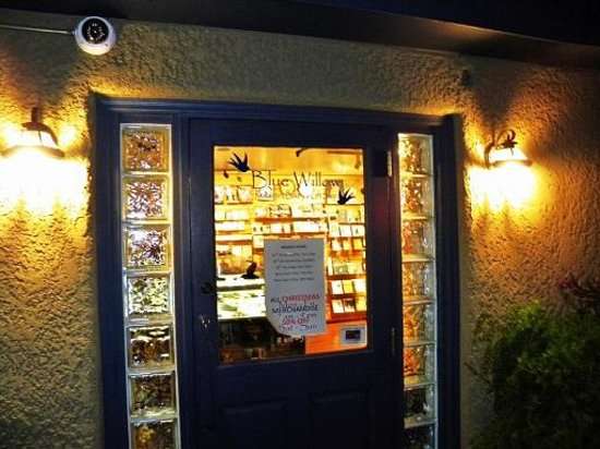 Blue Willow Restaurant & Gift Shop : entry