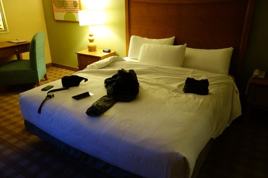 California Hotel & Casino : King Bed with Hard Pillows