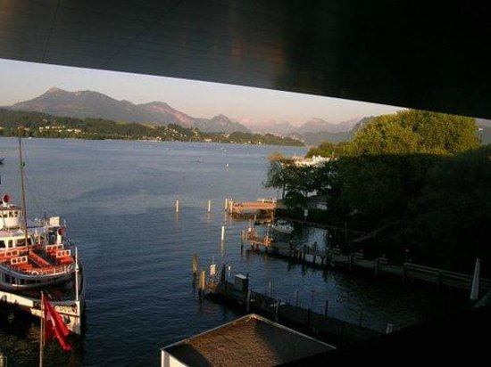 Lucerne Concert Hall at KKL Luzern: View from upper deck. Note suspended roof.