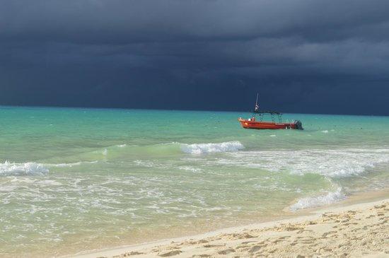 Royal Hideaway Playacar: Beach