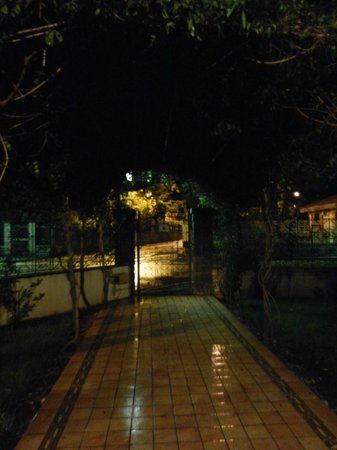 B&B La Giara: gate from the front street