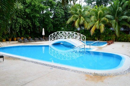 Royal Hideaway Playacar: Cold Pool