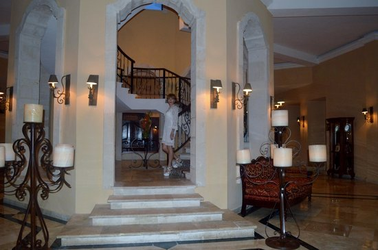 Royal Hideaway Playacar : Way to Palazzo restaurant