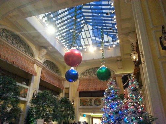 Beau Rivage Resort & Casino Biloxi: This sure reminds me of the Bellagio in Las Vegas