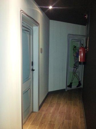 Room007 Ventura Hostel: Pasillos Habitaciones