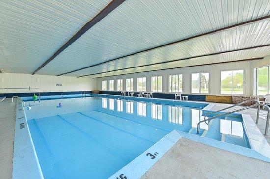 Americas Best Value Inn Mackinaw City : Pool