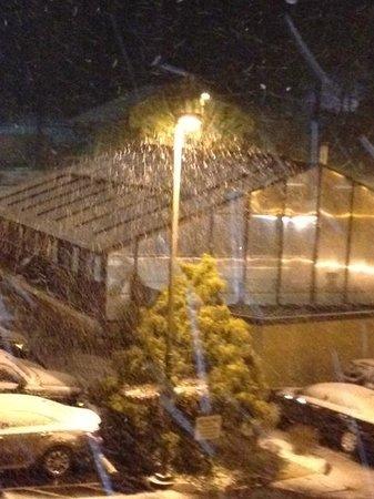 Clarion Inn & Suites: It's snowing!!!