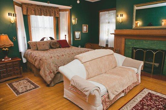 Black Swan Inn Bed and Breakfast: Honeymoon/Bridal Suite
