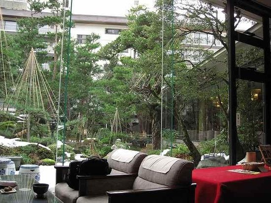 Kasenkyo Izutsuya: 中庭