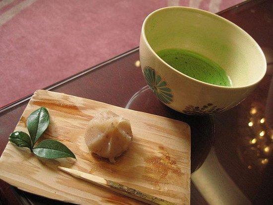 Kasenkyo Izutsuya: 抹茶サービス