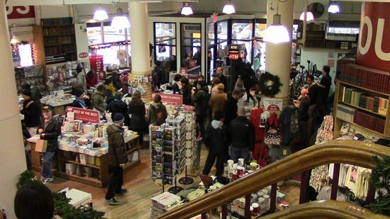The Strand Bookstore: Looking down from inside to the entrance area