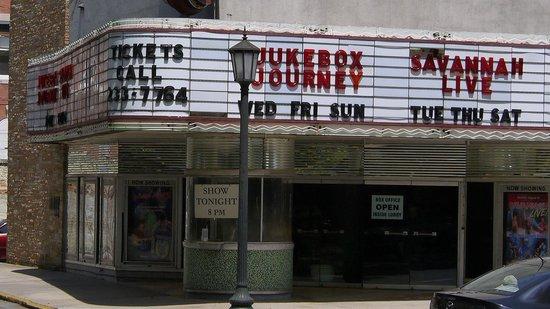 Savannah Historic District: Take in a show!