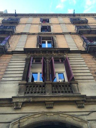 Barcelona Central Garden Hostel: the outside