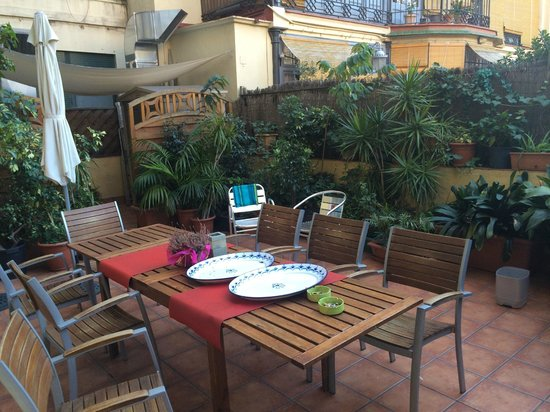 Barcelona Central Garden Hostel: patio