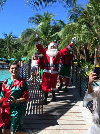 Four Seasons Resort Costa Rica at Peninsula Papagayo: Santa Clause parade.