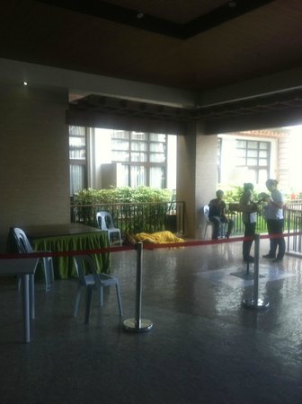 Crown Regency Resort & Convention Center: Lion in the lobby such cruelty