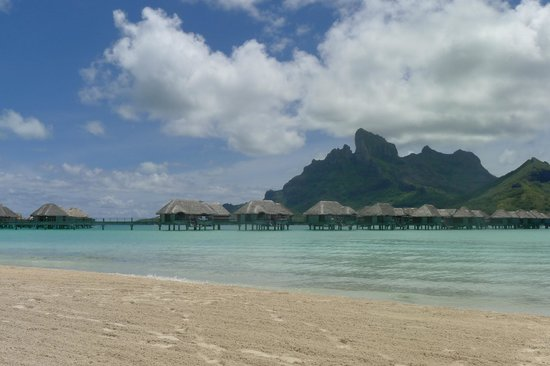 Four Seasons Resort Bora-Bora : Beach view