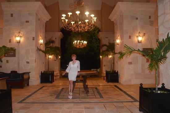 Royal Hideaway Playacar: Lobby