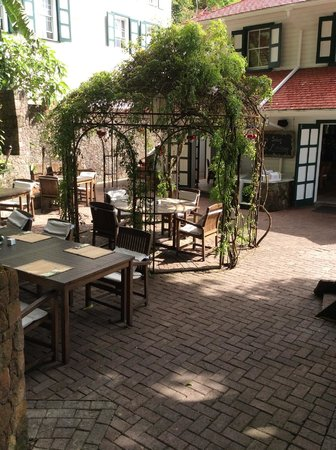 Queen's Gardens Resort & Spa: the gazebo at the restaurant