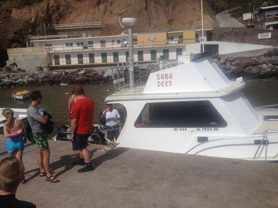 Saba Deep Dive Center: Saba Deep dive boat at the harbor