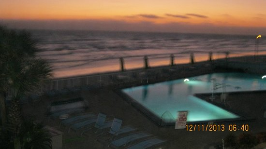 Bluegreen Daytona Seabreeze, Ascend Resort Collection: sunrise in December