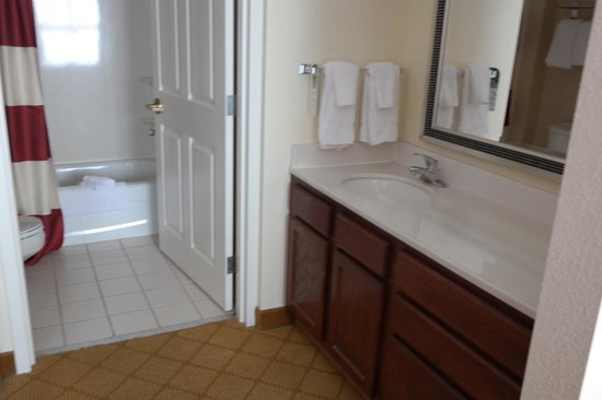 Residence Inn Tampa Downtown: Bathroom