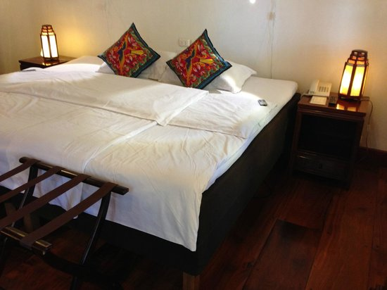 Mekong Riverview Hotel : Swedish electric bed