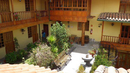 Amaru Hostal: Courtyard.