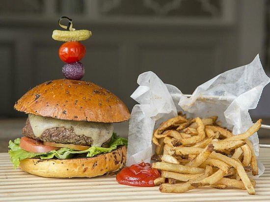 Peppercorn: Cheeseburger and Fries