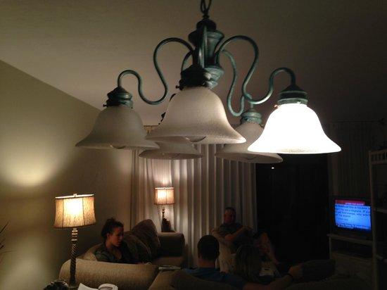 Sanibel Inn: four of the five lightbulbs were burned out