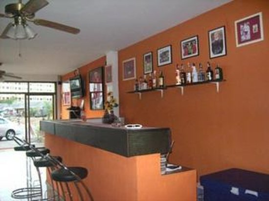 Artha Guesthouse: Bar