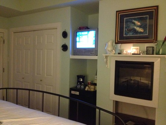 Equinox Inn at Biscuit Hill : Cypress Cove Room