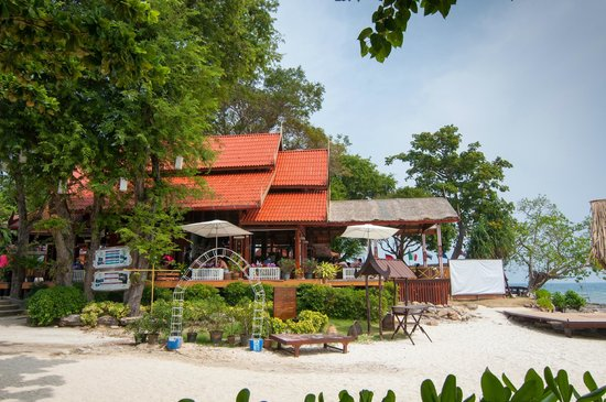 Phi Phi Natural Resort: View of Hotel from the Beach