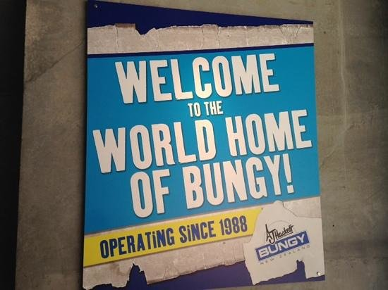AJ Hackett Bungy New Zealand : the sign welcoming jumpers!
