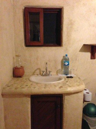 Hotel CalaLuna Tulum: Bathroom sink with fresh bottles water daily