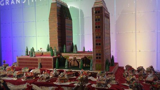 Manchester Grand Hyatt San Diego: Gingerbread hotel in lobby