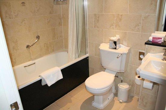 The Roxburghe: washroom