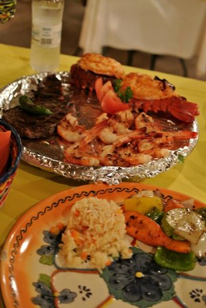 Sharky's Mesquite Grill : Steak, lobster and shrimps