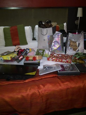The Spanish Court Hotel : Gift wrapping on Xmas day ;)