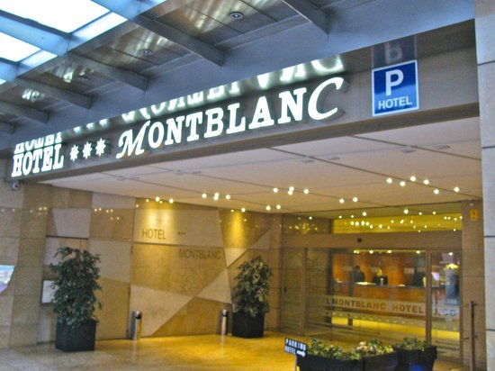 HCC Montblanc: Front entrance