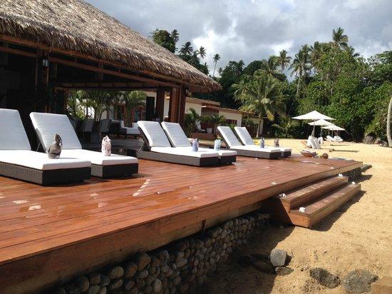 Tides Reach Resort : Deck on the Main Bure