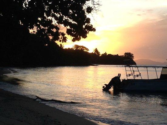 Tides Reach Resort : Sunset at Tides Reach